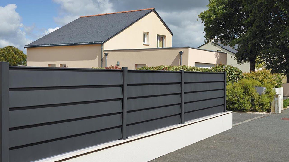 portail aluminium gris moderne photo a m a ile de france particulier. Black Bedroom Furniture Sets. Home Design Ideas