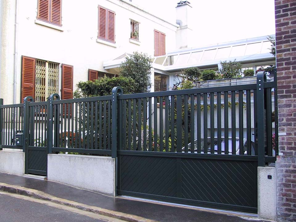 Portail coulissant et portillon cloture2 a m a ile de for Portail coulissant portillon